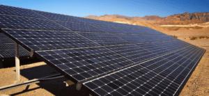 Panneaux solaires dans le désert